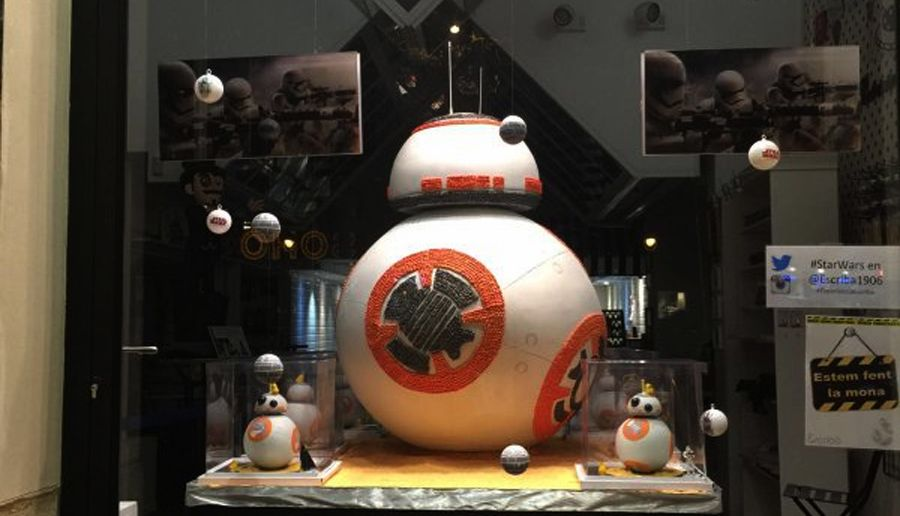 Easter mona Star Wars Bb8 by Christian Escribà. Photo © SD Toys company that has contributed to the display of the Escribà pastry shop's showcase.