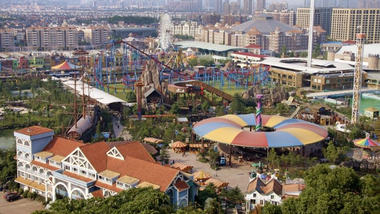 theme park in china China's first virtual reality theme park is expected to be part of a huge growth in the country's virtual reality market 2 / and it's all part of china's virtual reality explosion.