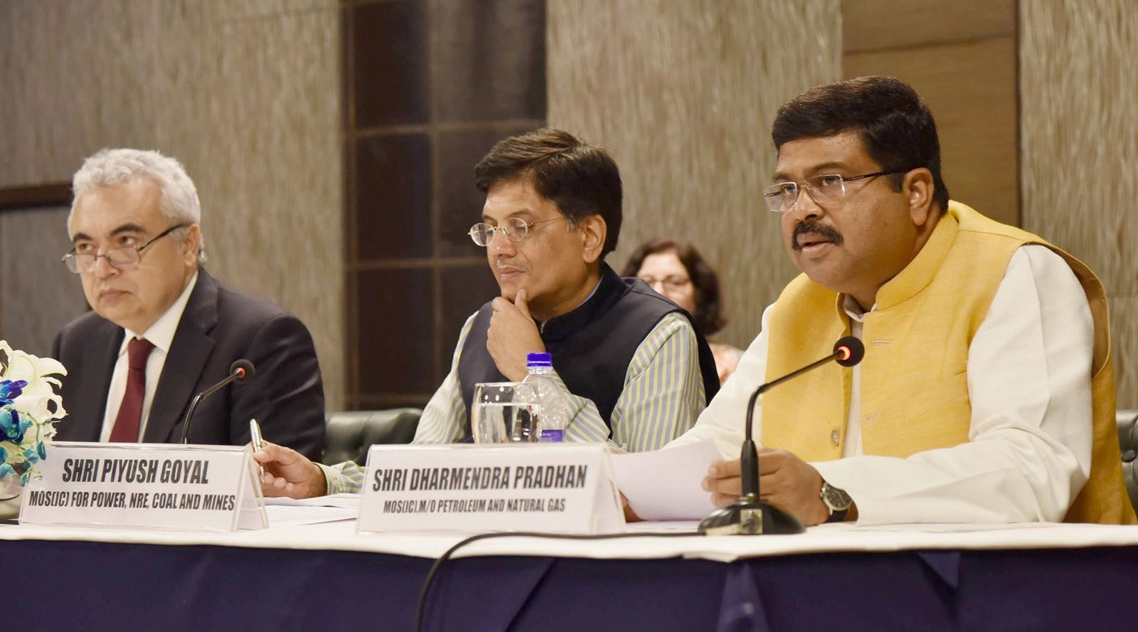 """The Minister of State for Petroleum and Natural Gas (Independent Charge), Shri Dharmendra Pradhan -right- addressing at the India – IEA: Activation of """"Association"""" status with the International Energy Agency (IEA), in New Delhi on March 30, 2017. The Minister of State for Power, Coal, New and Renewable Energy and Mines (Independent Charge), Shri Piyush Goyal -center- and the Executive Director of IEA Dr. Fatih Birol -left- are also seen. © Press Information Bureau of the Government of India."""