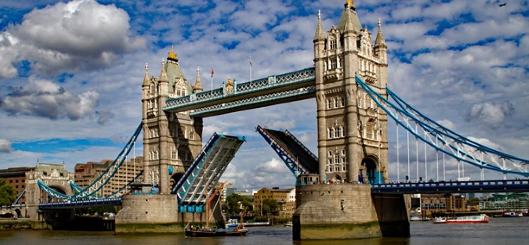 London bridge (UK),by Tony Hisgett from Birmingham, UK - Tower Bridge OpenUploaded by tm, CC BY 2.0, https://commons.wikimedia.org/w/index.php?curid=27908803