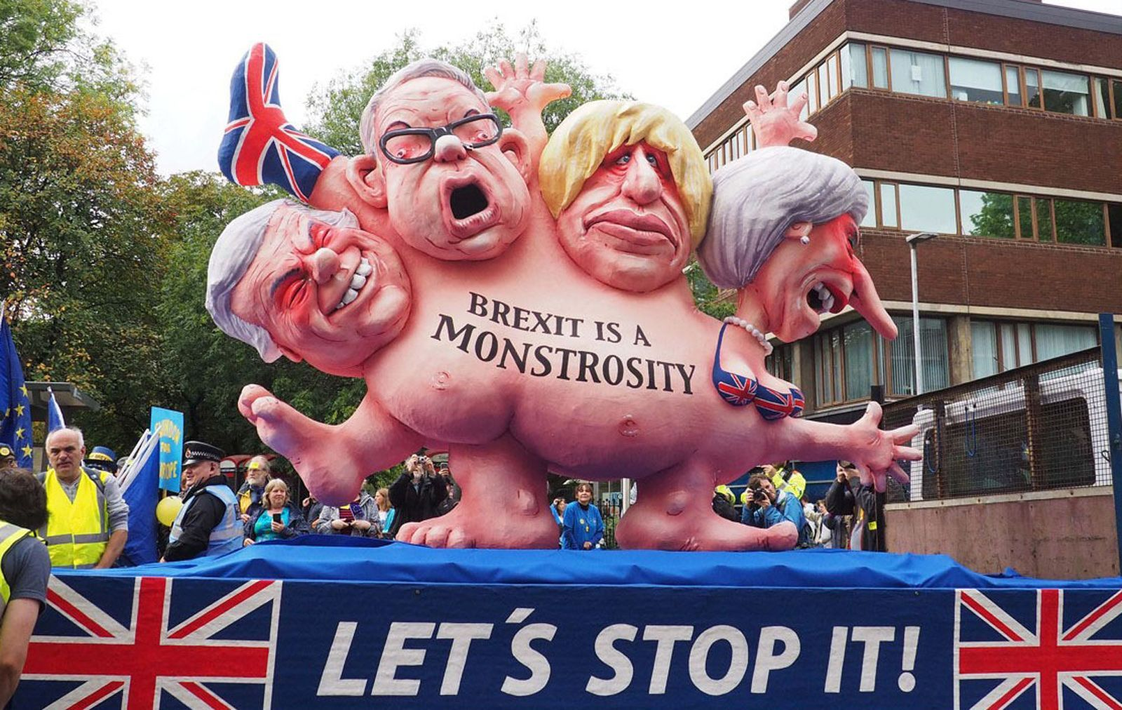"Johnson has positioned as defendant of a hard Brexit if needed to deliver the exit from the UE on 31st November, despite this would make the social deepest divide between UK citicens in ages even deeper. On the image, At the front of a demonstation against Brexit in Manchester a float showed a multi-headed chimera with the faces of Theresa May and three leading Brexit campaigners: Foreign Secretary Boris Johnson, Environment Secretary Michael Gove and Brexit Secretary David Davis. It beared the inscription ""Brexit is a monstrosity"" - ""Let's stop it"". The float was made by Jacques Tilly and his team. The photo was taken by Robert Mandel, who lets using the photo for free under CC BY 4.0 from Wikimedia Commons"